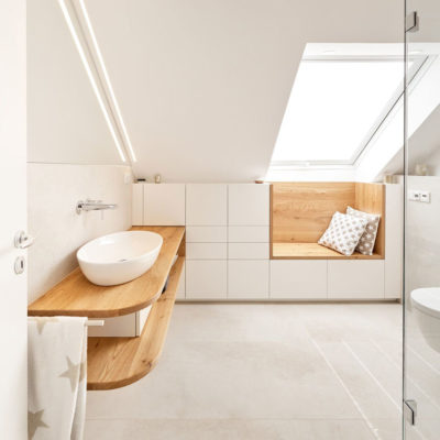 Badezimmer in der Dachschräge