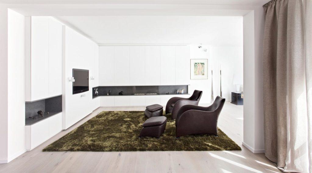 Einbauschrank im Wohnzimmer mit Gaskamin